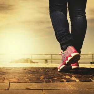 歩幅を変えるだけで不健康が改善される理由3選