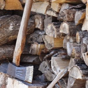 薪割りは鉈か斧かと言うくだらない論争への答え