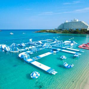 3月22日限定!万座ビーチ海開き!沖縄県最大級の海上アスレチックが無料!!!