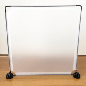 ダイソーの組み立てラック半透明パネルで部屋の囲いを手作り【画像】