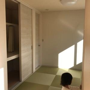 【WEB内覧会10】畳敷き洋室(引き込みパネル戸)、大型物入れ【仕様、写真】