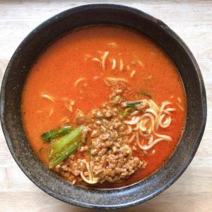 セブンイレブン『胡麻が濃厚な担々麺』ひき肉とチンゲン菜たっぷりの冷凍担々麺