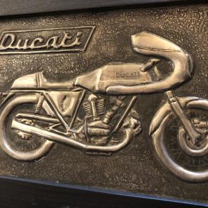 オートバイが好き、モンスターが好き