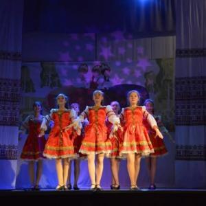 トマリ市でロシアの踊りを披露しました