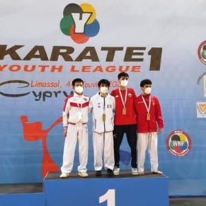 島の青少年空手家が国際大会でメダルを獲得しました