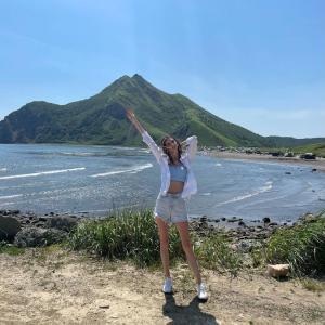 島の民は暑さで参ります キャンプで海岸は満席です