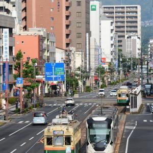 平日の朝のラッシュ時に撮影@本川町