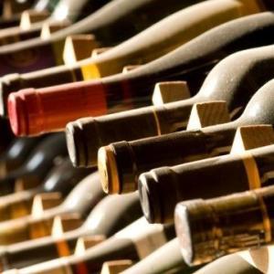 ボルドー五大シャトーなどのファインワインをロンドンの一流セラーに保管して10年寝かせるというビジネス(ファンド投資ではありません)の有用性