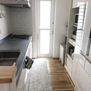 キッチンの天板はステンレス?それとも人工代理石?メリット・デメリットは