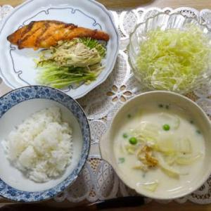 ●焼き鮭 ・えのきと水菜炒め ・帆立シチュー ●鶏団子鍋 ・牛筋蒟蒻 ・〆ラーメン ~女子会♪~