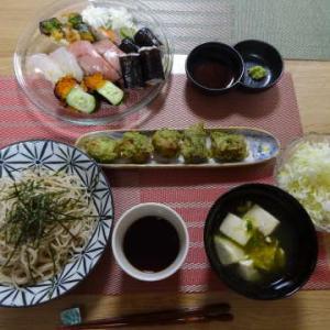 ●信州蕎麦 ・スシローお寿司 ・ガリと竹輪の磯辺揚げ ・豆腐ととろろ昆布のお吸い物