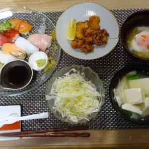●スシローお寿司 ・蛸の唐揚げ ・温泉卵 ・豆腐のお吸い物 ●プティドールのケーキ