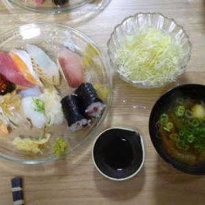 ●くら寿司 ・白菜とのえのきのお雑煮 ●焼き肉 ・冷麺