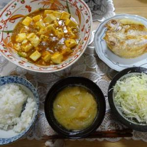 ●麻婆豆腐 ・連子鯛の干物 ・玉葱とお麩のお味噌汁 ●レッドカレー ・卵豆腐