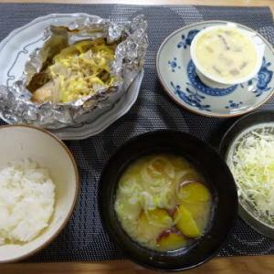 ●鮭のホイル焼き ・薩摩芋のお味噌汁 ・ごぼ天のマヨ炙り ・豚の生姜焼き ・菜花の白和え