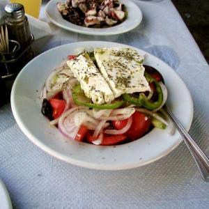 フェタチーズとは?ギリシャ旅行で出会ったサガナキもご紹介