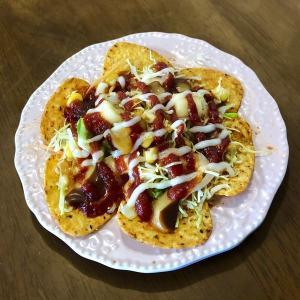 タコスピザ?余り物レシピ(お菓子とサラダとチーズ)レンジでチン