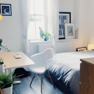 一人暮らしのおしゃれなインテリア・狭い部屋を広く見せるコツと飾る収納術