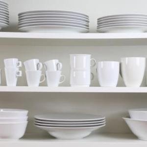 おしゃれな食器収納【引き出し・棚・カゴ収納 】皿がスッキリ取り出しやすい!