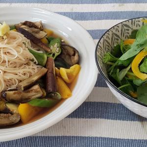 夏野菜のサッパリ素麺と香味野菜のサラダ