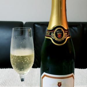 白ブドウだけから作られた爽快なスパークリングワイン