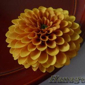 ぽんぽん菊オレンジのコサージュ&髪飾り再販です