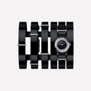 T.M.Revolutionに最も似合う腕時計CHANEL J12を見つけました