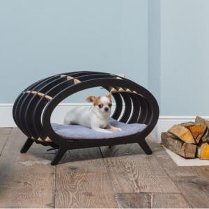 モダンなドッグハウスやスタイリッシュなペット用ソファー