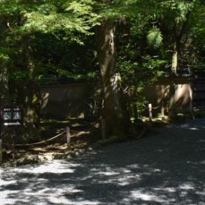 龍安寺背後の朱山