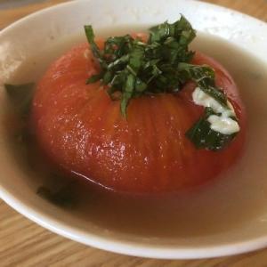 朝から不安な気分の日には、バジルとトマトのスープ!