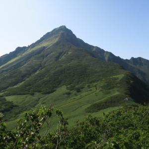 雲海の利尻富士でシマリスを見る