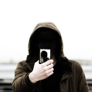 【モバイルデータネットワーク選択】がない!機種変更したiPhoneに楽天SIMカードをさしてもAPN設定できないときの解決策の話。
