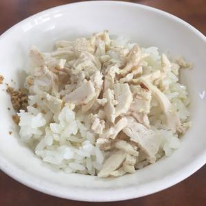【高雄 グルメ】巨蛋近くの台湾家庭料理「阿崑師家常菜」で鶏肉飯を食す
