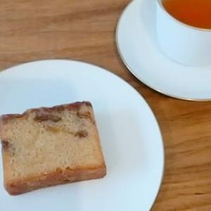 香駿紅茶【心向樹】と、ブランデーケーキ【ヤマザキ】