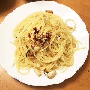 夕飯です|ペペロンチーノとローストビーフ