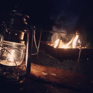 ソロキャンプは焚き火とお酒を楽しめるアウトドアBAR ゆるキャン△のぐび姉のように気兼ねなく呑める♪