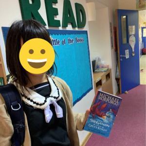 英語の本と美術の授業