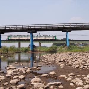 佐野橋を潜り