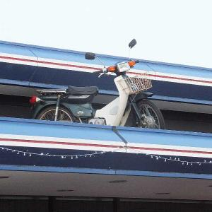 あれは何だ~屋根にオートバイだ!!(桐生市)