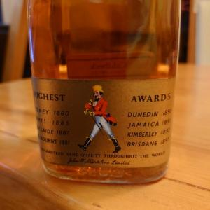 ジャパニーズウイスキーを2種。サントリーの年代物もあり。