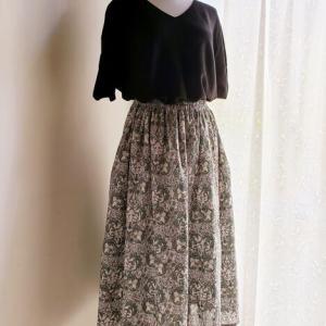 **うさぎ刺繍のワンピ と うさぎ柄のスカート ♪