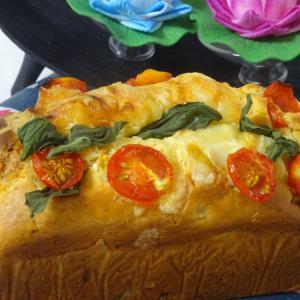 ホットケーキミックスでベーコンと野菜のチーズケークサレ!