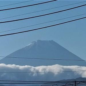富士山が初冠雪かな?