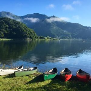 湖畔ホテルと富士山(2)