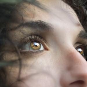 塩目薬とマッサージで視力回復!? ~目にやさしいナチュラルな目薬~