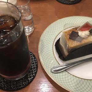 大阪本町のカフェ「亜羅毘加(アラビカ)」のケーキセットを紹介。安くて居心地が抜群!!本町で一番好きな喫茶店です。