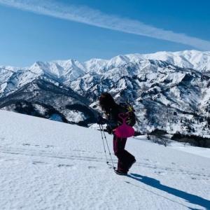冬を遊ぶミッション 樽口峠から飯豊連峰を望む