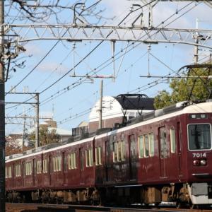 【阪急】 7014F 『特急』 いつもの阪急電車、行先は「梅田」。