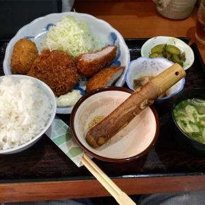 🚩外食日記(177)    宮崎ランチ   「とんかつ  囲炉裏」より、【日替定食】‼️