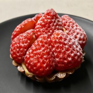 🚩外食日記(304)    宮崎  「Vanille (ヴァニーユ)」⑦より、【このはな 苺ロール】【木花いちごの苺タルト】‼️